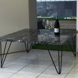 Table carrée granit poli 100×100